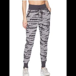2(X)IST jogger pants